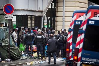 O tabara ilegala cu peste 1.000 de migranti, evacuata din nou in nordul Parisului. Unde au fost trimisi de politie. VIDEO