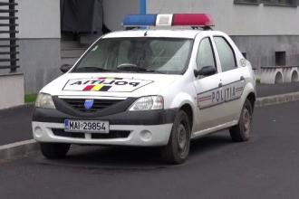 Patru hoti din Brasov, prinsi la furat de un echipaj de politie, au distrus cu batele masinile ofiterilor. Ce a urmat apoi
