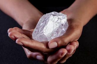 Cel mai mare diamant din lume va fi scos la licitatie. Este evaluat la peste 70 de milioane de dolari