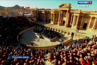 Imagini emotionante la Palmira, dupa indepartarea jihadistilor. Un dirijor a sustinut un concert simfonic, printre ruine