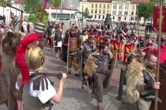 Festival in cetatea de la Alba Iulia. Sute de actori amatori au readus la viata orasul de acum 2.000 de ani