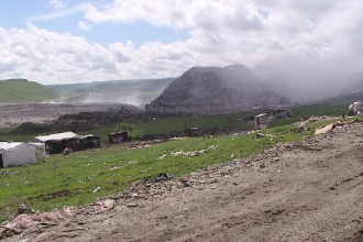 Incendiul de la groapa de gunoi din Cluj a fost stins dupa o zi. Primaria anunta ca la mijloc e o mana criminala