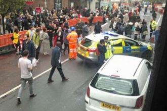 Alerta cu bomba, in Londra, dupa ce un pachet suspect a fost gasit intr-un autobuz. Oamenii s-au panicat si au luat-o la fuga