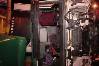 Un TIR care transporta frigidere si legume s-a rasturnat la iesirea din Cluj Napoca. Pagubele produse de accident