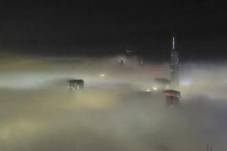 O ceata densa a invaluit orasul Chicago in doar cateva minute. Mai multe zboruri au fost anulate