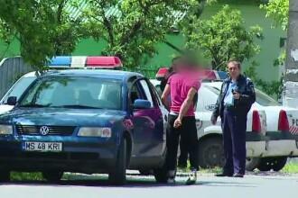 Tanar de 28 de ani, prins de politisti abia dupa ce au tras dupa el cu bile de cauciuc. Barbatul a suferit o criza in strada