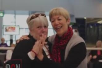Momentul emotionant in care doua surori se reintalnesc dupa ce nu se mai vazusera de 60 de ani. VIDEO