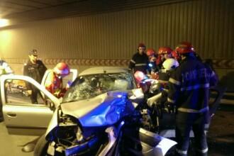 Accident grav in Pasajul Unirii, din Capitala. Un barbat a murit dupa ce masina lui s-a izbit intr-un stalp