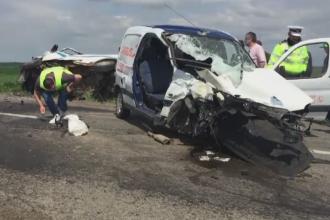 Accident bizar in Botosani. O femeie a fost aruncata prin parbriz dupa ce masina ei a fost rasturnata de vantul puternic