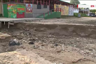 Mobilizare in Vama Veche pentru refacerea plajei. O viitura puternica a lasat in urma un crater urias de 2 metri adancime
