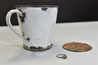 Comoara ascunsa, descoperita dupa 70 de ani. Ce au gasit pe fundul unei cani din lagarul Auschwitz