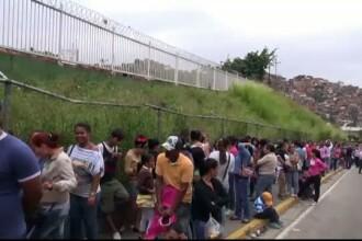 Dezastrul din Venezuela a dat nastere unei noi profesii: statul la coada. Presedintele Maduro: