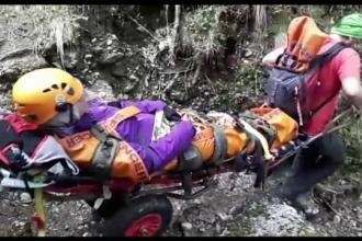 O turista canadiana s-a accidentat pe cel mai greu traseu din Romania. Misiunea dificila prin care a fost salvata