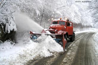Cu o saptamana inainte sa inceapa vara, drumarii DESZAPEZESC o sosea din Romania. Cand se va circula normal