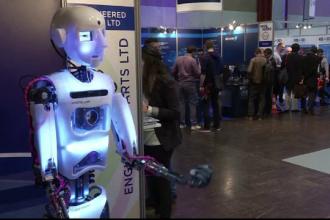Primul robot din lume care stie sa recunoasca emotiile umane, prezentat la un targ din Paris. Cu ce inventie au venit rusii