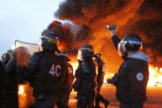 Cosmarul grevelor din Franta ia amploare. Personalul din 19 centrale nucleare si-a oprit activitatea in semn de protest