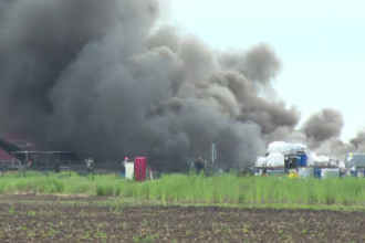 Incendiu urias la un bazin de deseuri chimice si petroliere. Flacarile au fost vizibile si din afara orasului