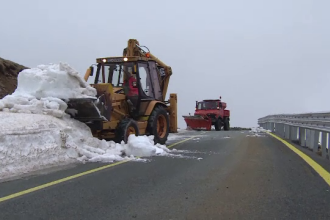 Iarna grea, cu nameti de 5 metri, la final de mai, pe Transalpina. Cand va putea fi redeschis drumul