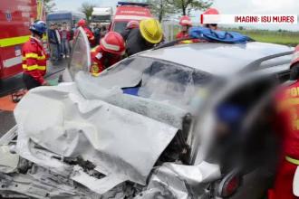 Accident in Mures soldat cu doi morti si trei raniti. Un autoturism a intrat pe contrasens, lovind frontal un TIR