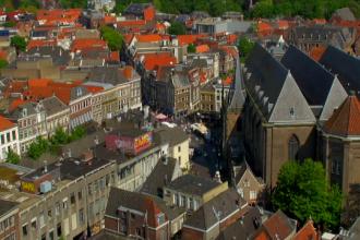 Orasul unde centrul vechi e atat de curat incat oamenii se intind pe jos. Ce risca proprietarii care nu renoveaza cladirile