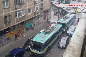 Scene deplorabile pentru Metrorex si RATB: ministru invitat sa sara turnichetii la metrou, troleibuz impins de sofer 1 km