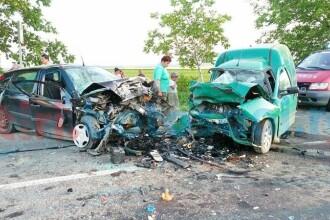 Impact devastator intre o masina si o autoutilitara, in Botosani. Doua persoane au murit. VIDEO