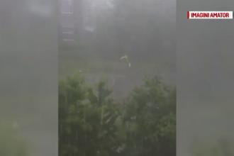 O ploaie de 30 de minute a facut ca apa sa se reverse pe strazile din Hunedoara. Imaginile surprinse de localnici