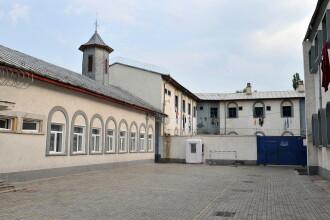 Incendiu la Penitenciarul Craiova provocat de un detinut condamnat pentru crima. Trei raniti si 480 de persoane evacuate