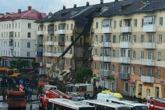 Un bloc s-a prabusit in plina zi in centrul unei localitati din Rusia. De ce orasul este considerat