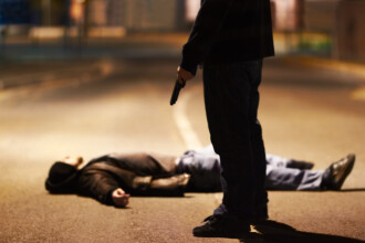 Autoritatile americane au ucis un atacator inarmat. Individul a ucis o persoana si a ranit alte 7 la o petrecere