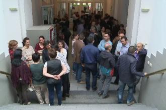 Greva spontana, marti, a angajatilor de la Administratia Finantelor din Arad. De ce au protestat 150 de functionari