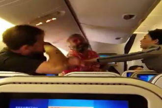 Clipe de groaza intr-un avion japonez, dupa ce doi pasageri s-au luat la bataie: