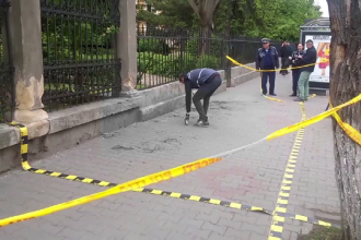 Barbat din Cluj, injunghiat intr-o statie de autobuz de un om al strazii. In ce stare este victima
