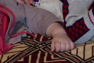 Un barbat din Bacau este acuzat ca si-a violat copilul in varsta de un an. Vecina:
