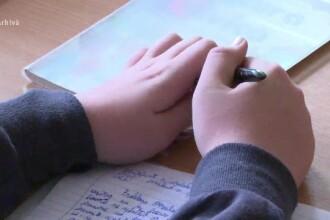 Romania, avertizata sa dezobisnuiasca elevii sa invete numai pentru note. Solutia ministrului Educatiei: o excursie