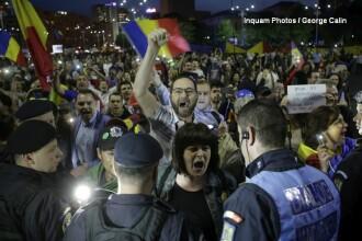 1.000 de persoane au protestat la Guvern, dupa ce senatorii au decis gratierea coruptilor. Circulatia a fost blocata. VIDEO