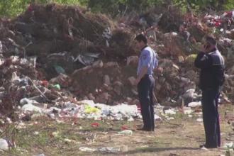 Descoperire macabra la marginea Craiovei. Ce au gasit doi barbati intr-un sicriu abandonat la o groapa de gunoi