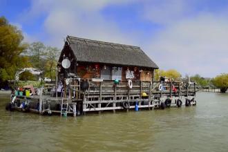 Cat va costa sa va cumparati o casa traditionala, consolidata cu stuf si chirpici, in Delta Dunarii
