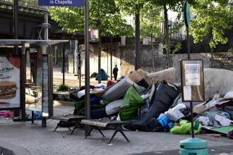 Autoritatile franceze au evacuat peste o mie de migranti amplasati in