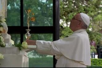 Papa Francisc i-a canonizat pe doi dintre copiii vizionari de la Fatima in prezenta a sute de mii de credinciosi