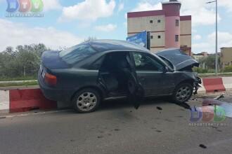 Doua masini s-au ciocnit in statiunea Mamaia, iar una a ajuns intr-un gard. Ce au facut apoi soferii implicati in accident