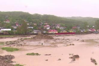 Cod galben de inundatii pentru 13 judete, pana luni la pranz. Constanta, Bacau, Vrancea si Galati, cele mai afectate