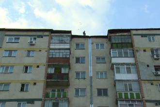 Un barbat din Targoviste a murit dupa ce s-a prabusit de la etajul 9, langa salteaua pneumatica. Ce avea in buzunare