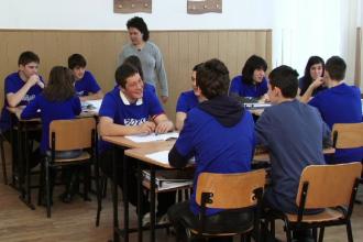 Elvetienii ii invata pe profesorii si elevii romani eficienta la cursuri. Cum decurge o ora dupa modelul elvetian