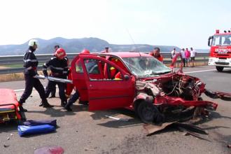 Un barbat a murit dupa ce a intrat cu masina intr-un parapet pe autostrada Sibiu-Orastie