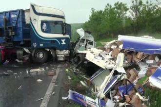 Trei oameni raniti intr-un accident pe E85. Cum a ajuns inghetata imprastiata pe marginea drumului