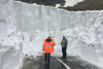Zapada de pe Transfagarasan are 5 metri inaltime, desi e sfarsitul lunii mai. CNAIR pregateste soseaua pentru redeschidere