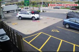 Un hot a incercat sa ii fure masina unei femei, dar s-a facut de ras. Ce s-a intamplat cand soferita s-a urcat pe capota