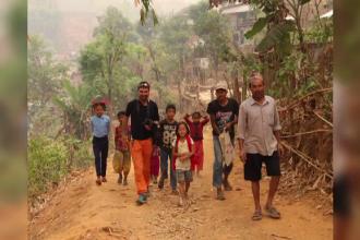 Trei scoli construite in Nepalul devastat de cutremure cu banii dintr-o campanie sustinuta de alpinistul Alex Gavan