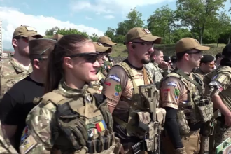 Concurs de airsoft in cetatea de la Alba Iulia. Zeci de pasionati au transformat zona intr-un adevarat camp de lupta